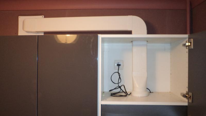 Пластиковый воздуховод для подключения к вытяжке