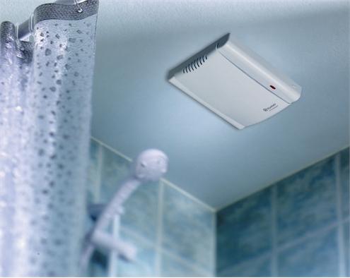 Установленное в ванной принудительное вытяжное устройство