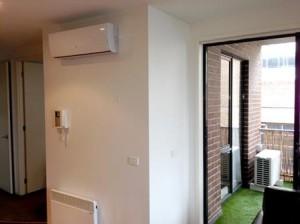 Установка внешнего блока кондиционера на балконе