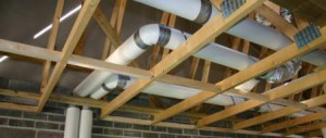 Монтаж вентиляции над потолком