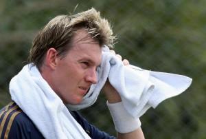Мокрое полотенце на шее