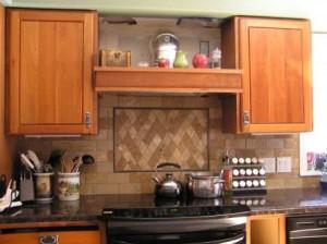 Встроенная вытяжка на кухне