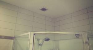 Вытяжка в ванной естественного типа